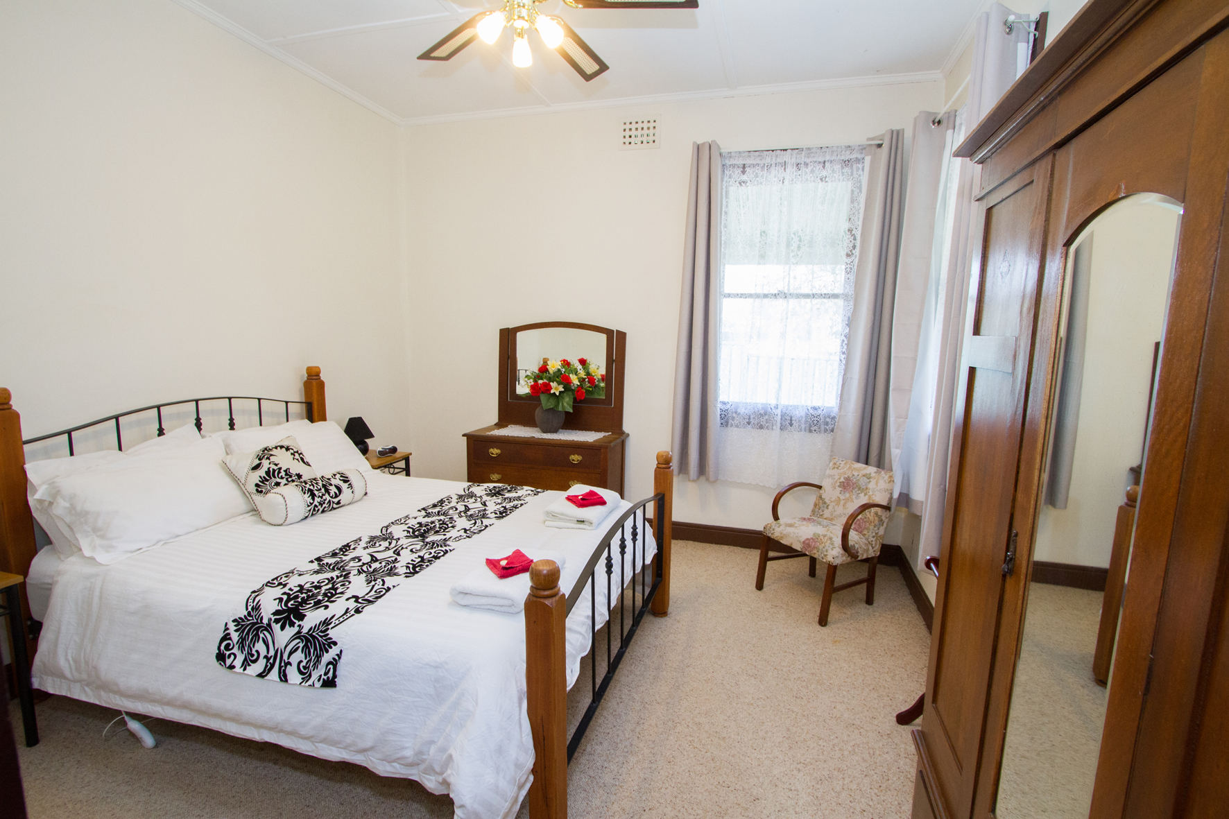 Comfortable and quiet Queen bedrooms (Two available)